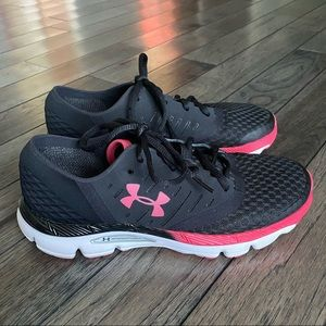 size 8 Under Armour Athletic tennis/ running shoes